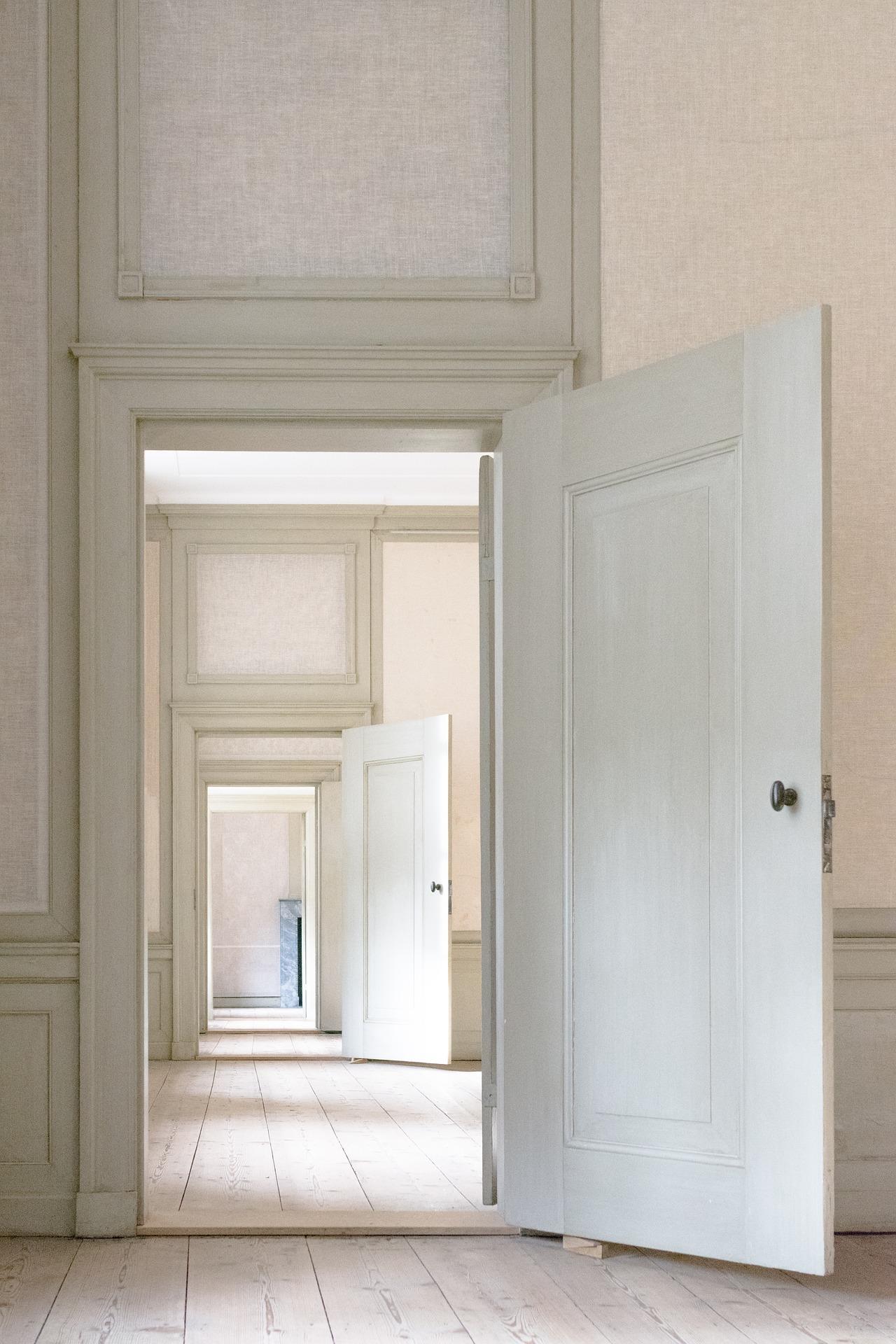 indoors-3117027_1920
